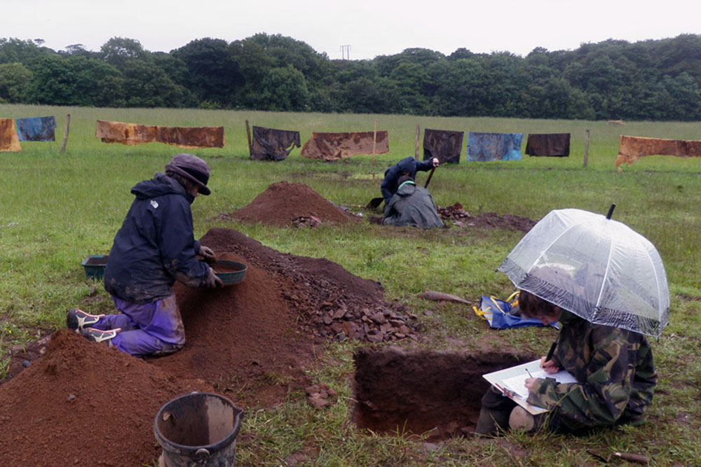 The investigative dig at Carwynnen Quoit